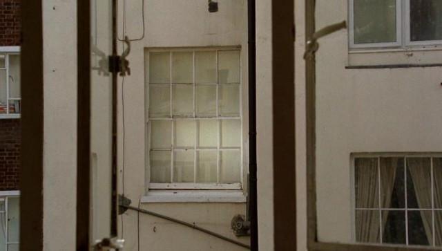 podglyadivanie-v-oknah-za-golimi-zhenshinami